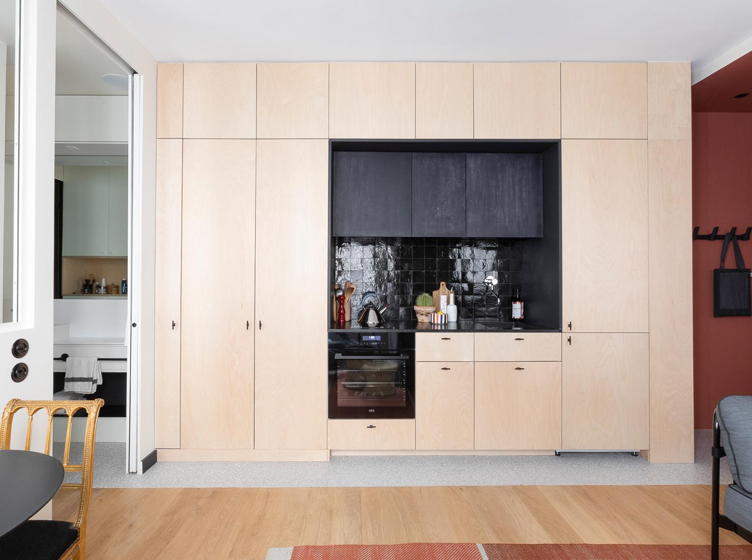 Amenajare practică și modernă într o garsonieră de numai 25 m² din Paris 2