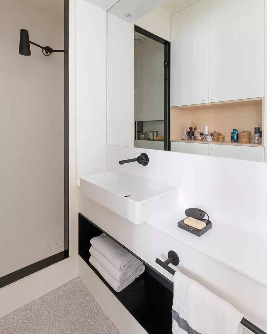 Amenajare practică și modernă într o garsonieră de numai 25 m² din Paris 7