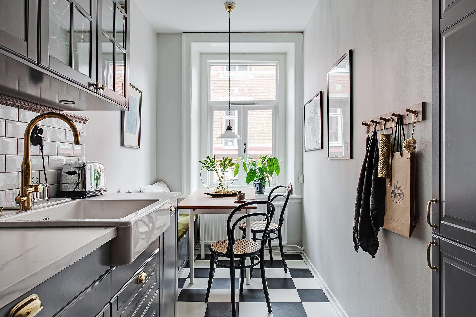 Living pe colț într un apartament de 3 camere de numai 51 m² 12