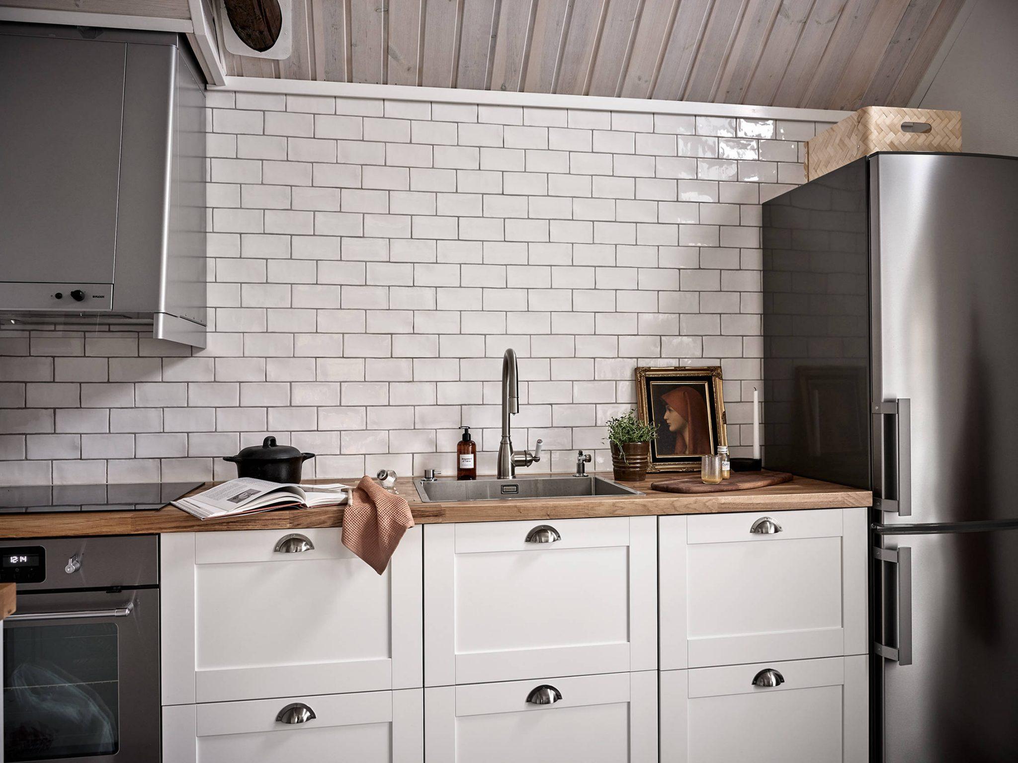 Tavan înclinat și decor rusti scandinav într o casă din Suedia 13