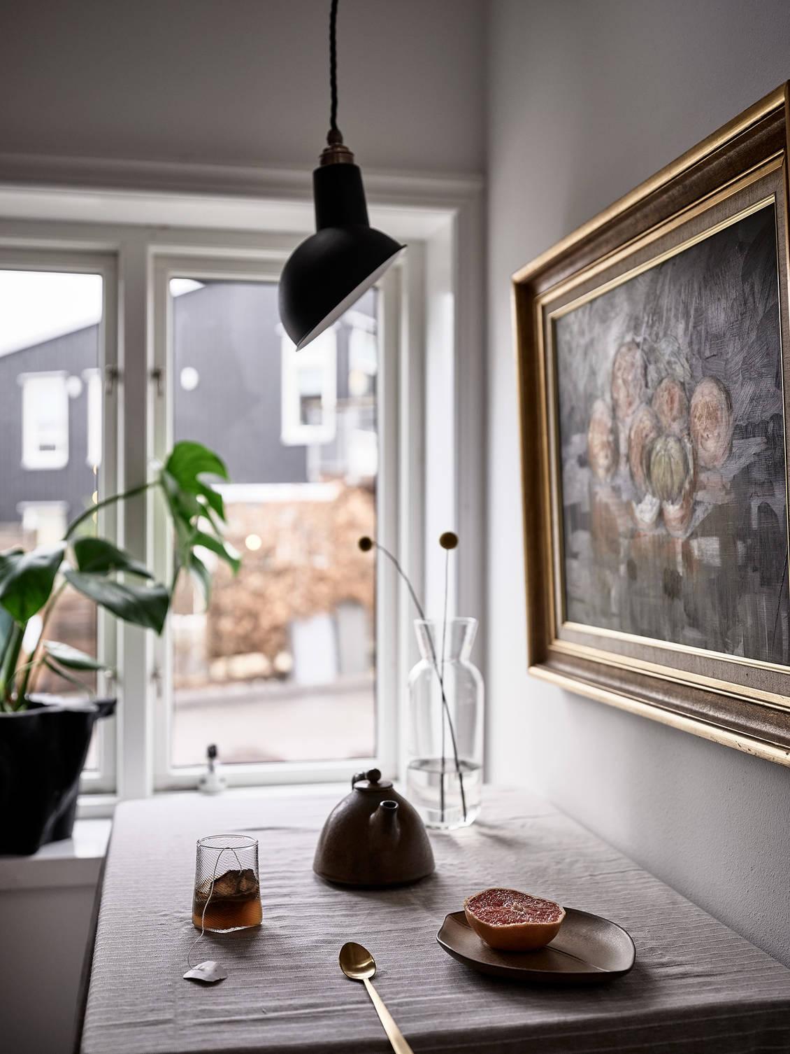 Tavan înclinat și decor rusti scandinav într o casă din Suedia 16