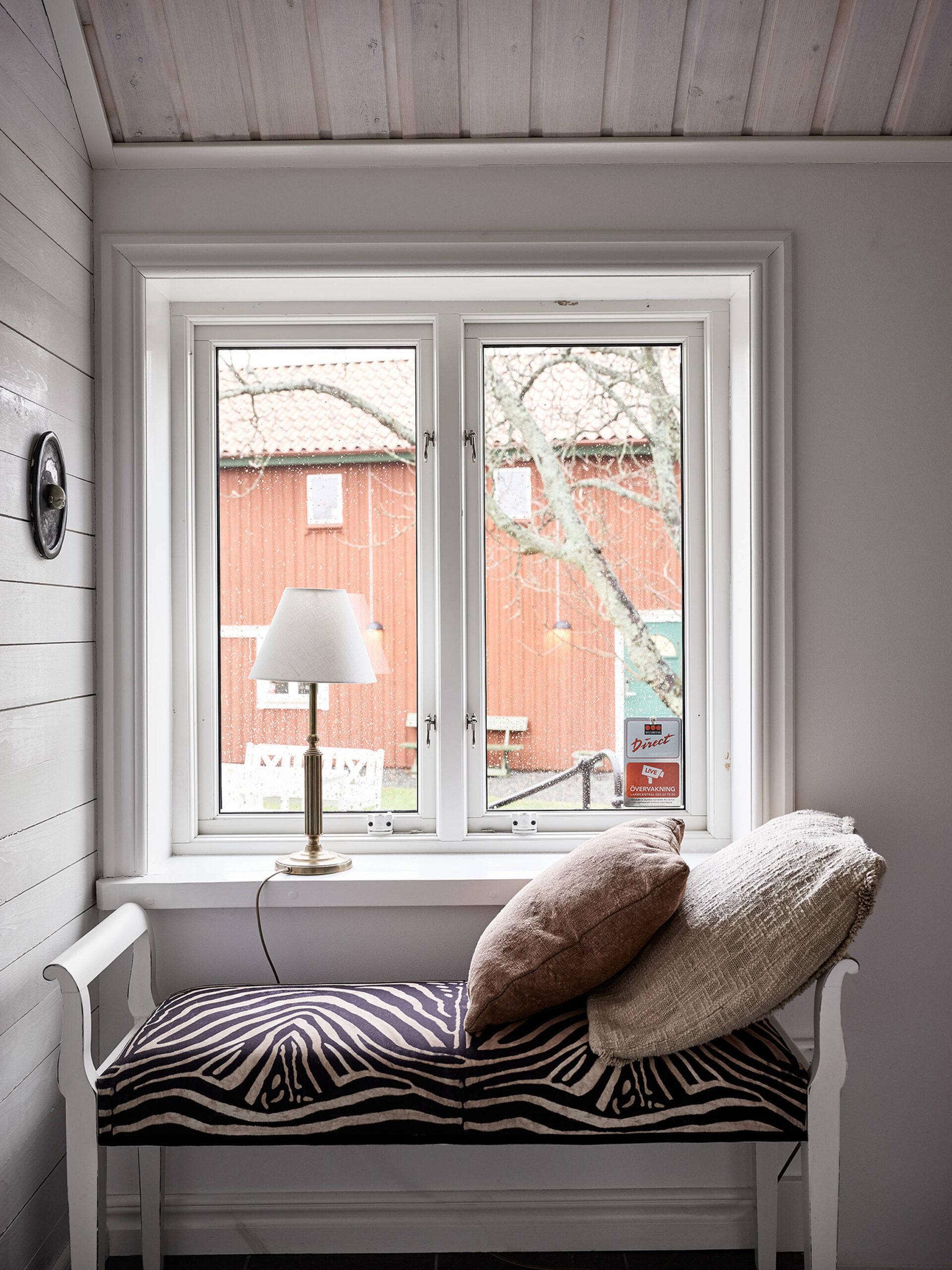 Tavan înclinat și decor rusti scandinav într o casă din Suedia 17